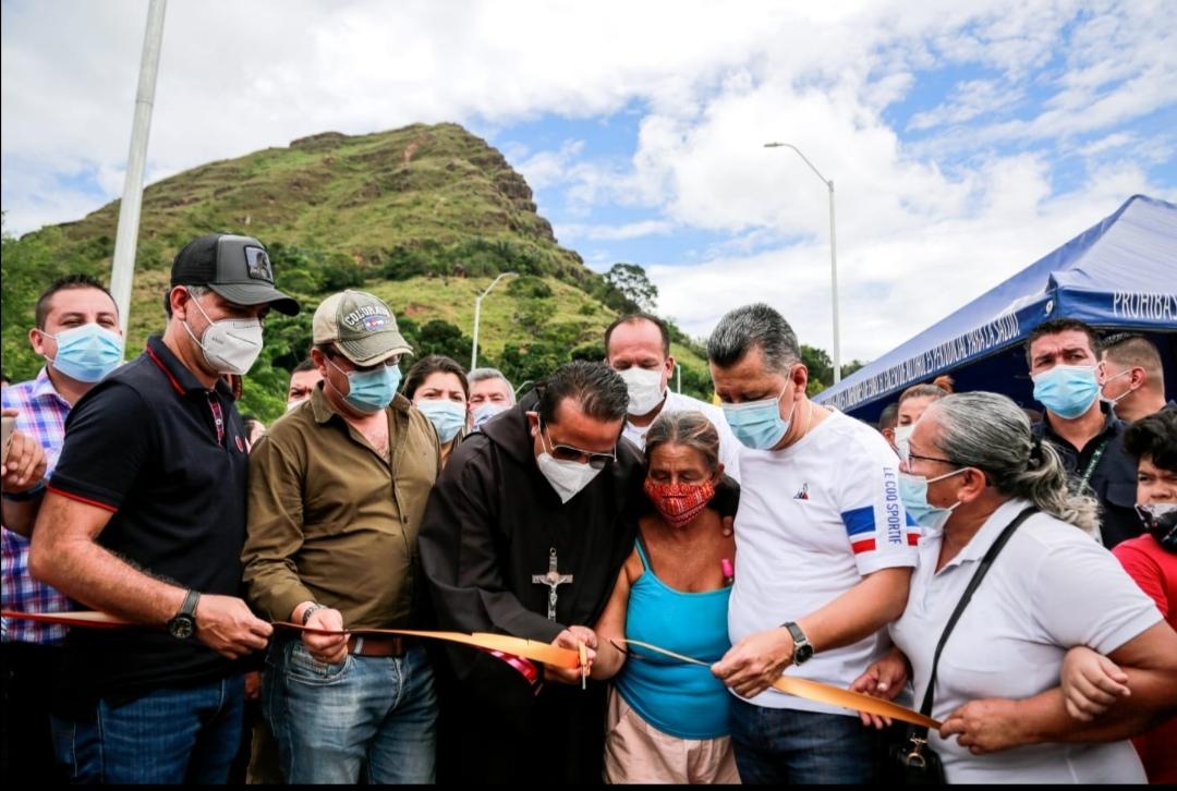 ¡Un sueño hecho realidad!. Gobernador Orozco inauguró puente de Gualanday Tolima. 1