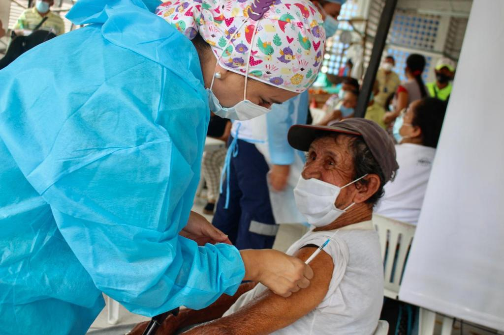 Inicia tercera dosis de vacuna contra el Covid-19 en mayores de 70 años. 1