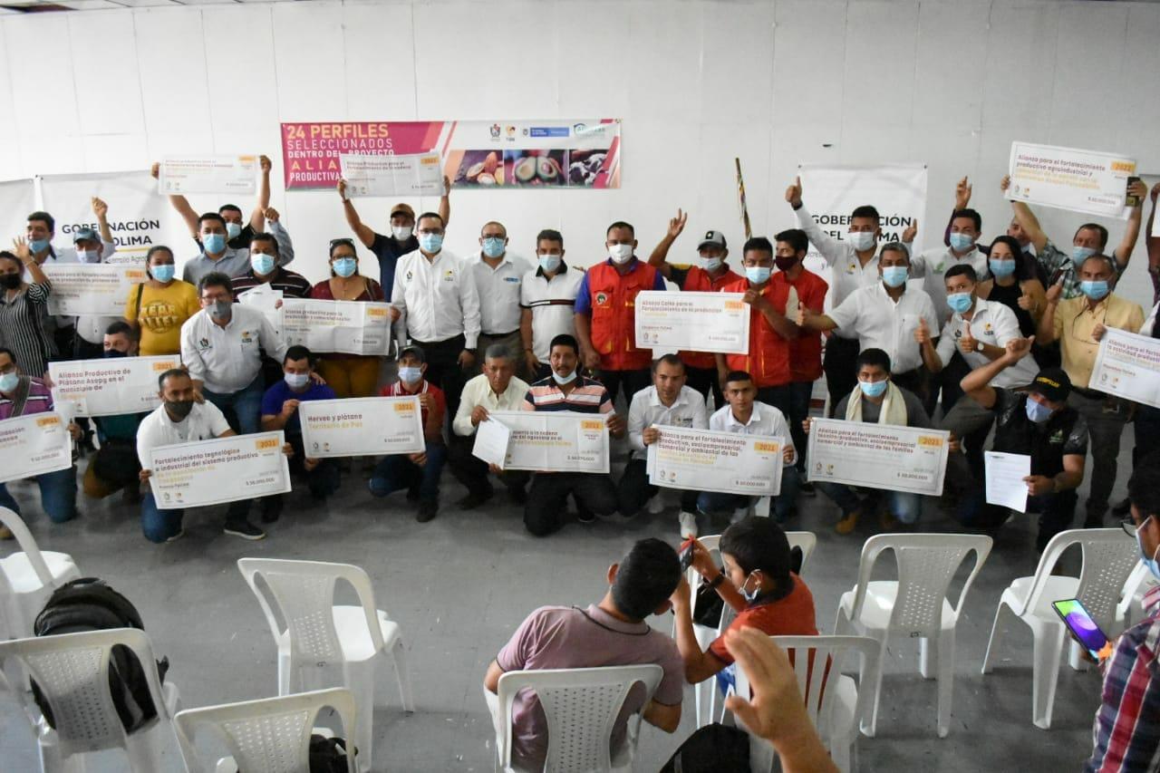 *Productores del campo firmaron convenios por 12.000 mil millones de pasos con la Gobernaciòn del Tolima y Minagricultura* 1